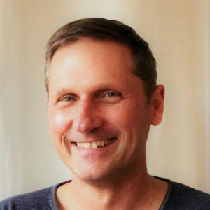 """Gilles ARTERO - Formateur - Relaxologue énergéticien - Praticien Massage Assis entreprise :""""Transmettre avec générosité et simplicité, faciliter la communication non verbale, se découvrir et partager avec respect"""""""